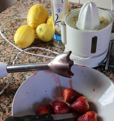 preparación daiquiri de fresa con orujo