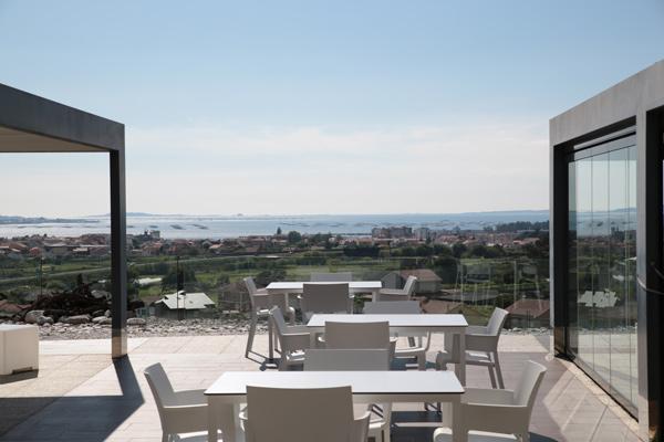 terraza de la bodega martin códax